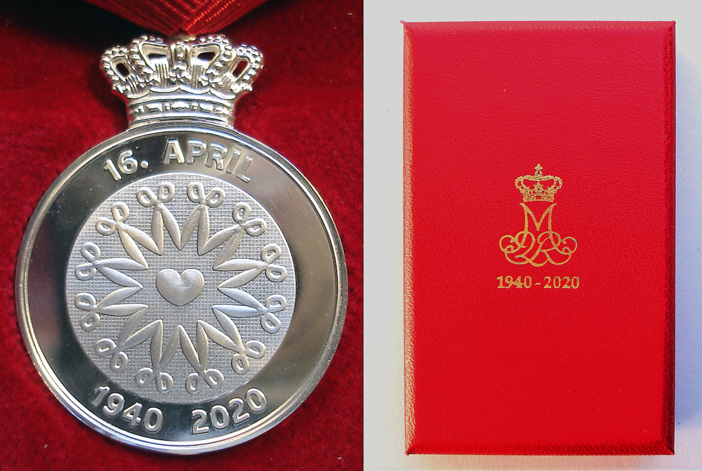 The reverse of the medal and its case